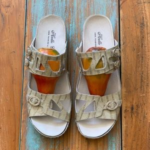 Helle Comfort 100% fashion & wellness shoe.